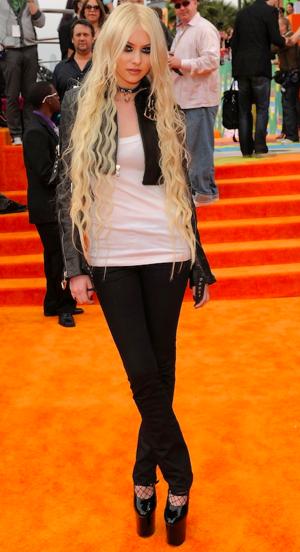 Taylor Momsen Kids Choice 2011